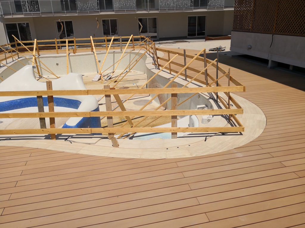 Pavimenti per piscine in legno